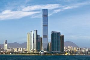 500m-Wolkenkratzer, hier das ICC Hong Kong/CN, erfordern ein komplexes Mobilitätskonzept, das in der Lage ist, zehntausende Menschen täglich zu transportieren