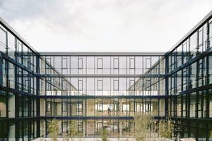 Der Innenhof des Bürogebäudes