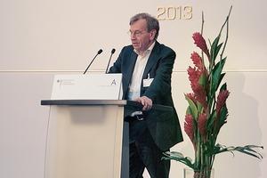 Prof. Manfred Hegger mit einem nachdenklichen Vortrag über das (wirkliche) Bauen