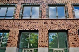 1,4 Millionen variantenreich vermauerte Hagemeister Kohlebrandklinker der Sortierungen Lübeck, Gent und Rostock prägen die Fassadengestaltung