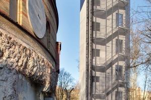 Die originale Fassade besteht aus Klinkern, im Inneren befinden sich Betonmassen, 1940 entstanden als der Gasometer zu einem Luftschutzbunker umgebaut wurde. Oben befinden sich die neuen Wohnungen ein separat stehender Turm führt über eine Brücke direkt hinüber in die Mitte der Anlage<br />