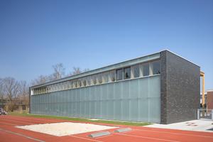 … die Sporthalle der Liebig-Schule, beide FFM<br />
