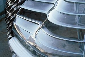 Die thermischen Anforderungen übernimmt die innere Hülle mit Luftisolationspaneelen undPCM-Platten, die via Latentspeicherung das Raumklima stabilisieren<br />