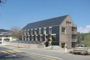Das Haus erfüllt als eines der ersten Gebäude den Schweizer Standard Minergie-P-Eco-Plus, der neben dem Energieverbrauch auch Aspekte wie thermische Behaglichkeit, Tageslichtverhältnisse oder die Umweltbilanz und Recyclierbarkeit von Baustoffen berücksichtigt