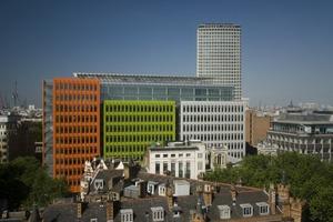 Die insgesamt 22 Fronten des Londoner Central Saint Giles von Renzo Piano sind in unterschiedlichen Winkeln zueinander positioniert und variieren sowohl in der Breite als auch in der Höhe<br />