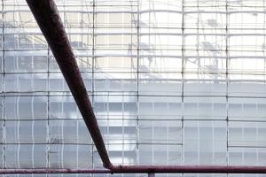 Pollems-Rohre gehören in Berlin zum urbanen Straßenflair. Hier entsorgen sie die Baustellen hinter der Akademie-Attrappe