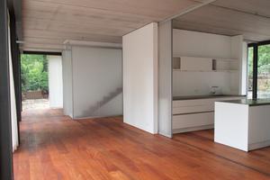 Die einzelnen Räume besitzen 2 Zugänge. Die Kinder können um die Zimmer herumlaufen. Raum im Raum entsteht