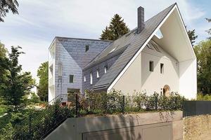 Unter der Tarnkappe der Erweiterung: ein 20er-Jahre Haus mit Walmdach