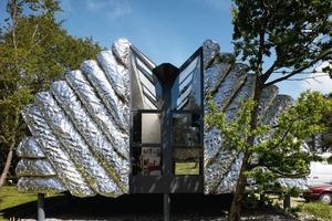 Jeweils zwei Ateliers teilen sich ein Gebäude. In der Mittelachse verläuft die Trennung, die Grundrisse sind immer gleich, nur gespiegelt<br />