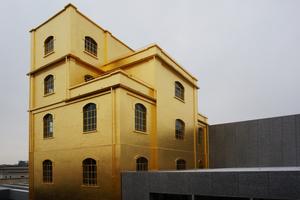 "Blattvergoldeter Fetisch: das ""Geisterhaus"" der Stiftung"