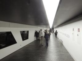 Achse, hier zum Holocaust-Turm (hier hinter dem Fotografen)