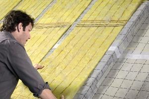 Die Dachumdeckung ist eine gute Gelegenheit, die Dämmung, wie vom Gesetzgeber gefordert, anzupassen<br />