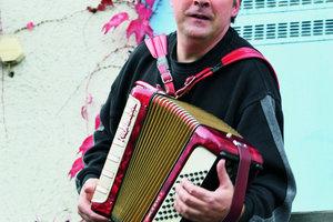 Der Musiker Hartmut Schmidt in der Wohnnachbarschaft