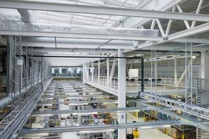 Auf der Grundlage des Energiekonzeptes werden Emissionen vermieden durch interne Effizienzmaßnahmen im Produktionsprozess, der Gebäudehülle auf Niedrigenergiehausniveau und der technischen Gebäudeausstattung<br />