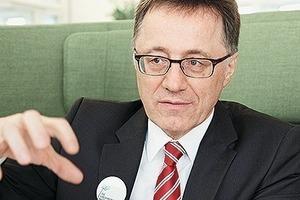 """<div class=""""9.6 Bildunterschrift"""">Prof. Dr.-Ing. Wilhelm Bauer leitet als stellvertretender Institutsleiter des Fraunhofer IAO und des IAT der Universität Stuttgart das Geschäftsfeld """"Unternehmensentwicklung und Arbeitsgestaltung"""". Er ist Autor von mehr als 220 Veröffentlichungen, Initiator des Projekts """"Office21"""" sowie des Zentrums für Virtuelles Engineering </div>"""