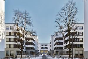 Im Innenhof befinden sich zwei Gebäuderiegel mit sechs Etagen und einer kleinteiligen Hofbebauung, bestehend aus zwei L-förmigen Neubauten