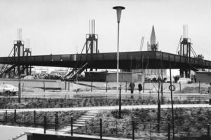 Neue Nationalgalerie, Anhebung des Daches, 5. April 1967