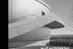 """<div class=""""autor_linie""""><span class=""""ueberschrift_hervorgehoben""""></span></div><p><span class=""""ueberschrift_hervorgehoben"""">wulf architekten – Rhythmus und Melodie. </span>Hrsg. v. wulf architekten mit einer Einl. v. H. Adam. Niggli, Sulgen 2014, 248 S., rund 200 Abb. u. Pläne, 58 €, ISBN 978-3-7212-0900-6</p>"""