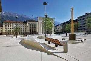 Der Platz wurde so gestaltet, dass er wegen seiner vielfältigen Nutzungen eine autonome Kraft entwickeln konnte