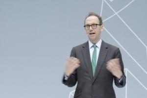 Einführung Initiative: Christian Gärtner, Kurator, Vorstand der Stylepark AG: Es gab einmal eine regelrechte Liebesbeziehung zwischen Auto und Architektur ...
