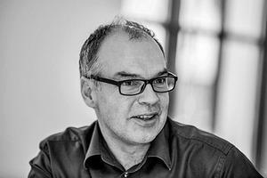 """<div class=""""fliesstext_vita""""><strong>Peter Hofmann, Dipl.-Ing. Architekt, </strong>Projektleiter TBZ München</div><div class=""""fliesstext_vita""""></div><div class=""""fliesstext_vita"""">1962geboren<br />1987–1995Architekturstudium an der FH Coburg und TU München<br />Seit 1999Mitarbeit bei Auer Weber<br />2002Lehrauftrag für Hochbau-konstruktion FH Regensburg </div>"""