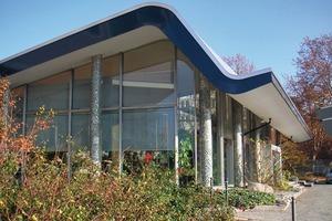 Dynamische Dachformen werden durch Dachrandprofile sowohl mittels der Form als auch farblich akzentuiert