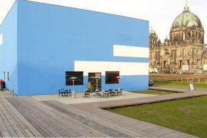 Die Kunsthalle mit ihrer ersten Außengestaltung 2009 (Gerwald Rockenschaubs gepixelte Wolken)
