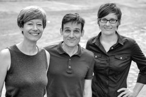 """<div class=""""fliesstext_vita""""><strong>bbzl böhm benfer zahiri landschaften städtebau</strong></div><div class=""""fliesstext_vita"""">Das Büro bbzl wurde 2003 von Ulrike Böhm und Katja Benfer, Landschaftsarchitektinnen, sowie Cyrus Zahiri, Architekt, in Berlin gegründet. Das Team ist interdisziplinär zusammengesetzt aus Architekten, Landschaftsarchitekten und Stadtplanern. Neben der erfolgreichen Teilnahme an Wettbewerben und der Projektrealisierung sind Ulrike Böhm und Katja Benfer seit 2012 als Professorinnen an der TU Kaiserslautern bzw. der Leibniz Universität Hannover in Lehre und Forschung tätig. Cyrus Zahiri promovierte 2012 zum Dr.-Ing. am Fachbereich für Architektur, Stadtplanung und Landschaftsplanung der Universität Kassel und übernimmt dort ab dem WS 2013/2014 die Vertretungsprofessur am Fachgebiet Städtebau.</div>"""