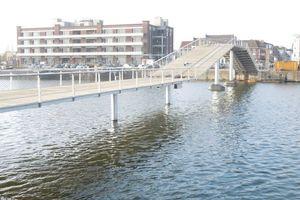 Bewegliche Fußgänger- und Fahrradbrücke im alten Hafenbecken, Gent