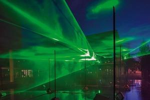 Bild rechts: Luminale 2012 - fließende Räume, eine Laserinstallation auf dem Platz der Deutschen Nationalbibliothek