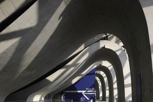 Die knochenähnliche Betonkonstruktion erschafft sakrale Räume und verstärkt die organischen Wirkung des Gebäudes<br />