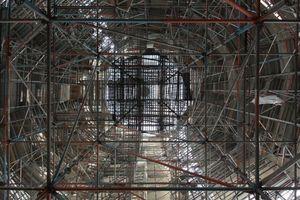 Gerüstlandschaft im Gebetsraum (Blick senkrecht nach oben)