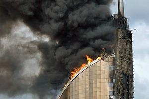 Lebensgefahr besteht meist nicht durch die eigentlichen Flammen, sondern durch freiwerdende toxische Gase sowie die Rauchentwicklung