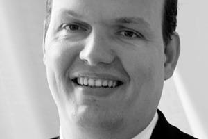 """<div class=""""autor_linie""""></div><div class=""""dachzeile"""">Autor</div><div class=""""autor_linie""""></div><div class=""""fliesstext_vita""""><span class=""""ueberschrift_hervorgehoben"""">Dipl.-Ing. MSc (UK) Markus Heße</span> schloss seine Ausbildung nach einem Bauingenieurstudium an der RWTH Aachen 1998 mit dem Master of Science Construction Management an der University of Birmingham ab. Seitdem war er für die Wayss &amp; Freytag AG als Bauingenieur und später im Key Account Vertrieb Industrie- und Wohnungsbau Ytong Deutschland AG, bei der Forschung- und Entwicklung Xella Technologie- und Forschungsgesellschaft mbH und in der Geschäftsführung Ytong Bausatzhaus GmbH tätig. Heute ist er Leiter Produktmanagement für die Xella Deutschland GmbH. </div><div class=""""autor_linie""""></div><div class=""""fliesstext_vita"""">Informationen: <a href=""""http://www.xella.de"""" target=""""_blank"""">www.xella.de</a></div>"""