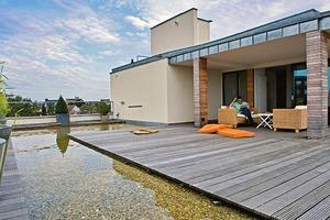 Penthaus auf einem Wohn- und Geschäftshaus in Köln-Rodenkirchen: Stehendes Wasser verlangt eine sichere Detailausführung und geeignete Baustoffe