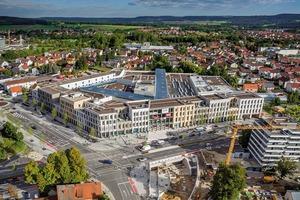 Das Stadtquartier ist etwa 1 ha groß, seine deckenverglaste Geschäftsgalerie liegt in der Achse des mittelalterlichen Marktplatzes