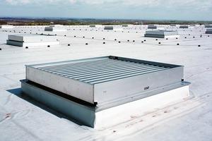 Ein natürliches Rauch- und Wärmeabzugssystem (RWA/NRWA) ist nur in Verbindung mit entsprechenden Zuluftöffnungen als natürliche Entrauchung voll wirksam<br />