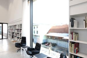 An vielen Stellen im Haus: Leseplätze mit Ausblick