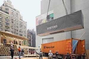 Das mobile Haus passt in zwei Container und kann fast an jedem Ort schnell auf- wie abgebaut werden. Die hölzerne Hülle funktioniert als Tragstruktur<br />