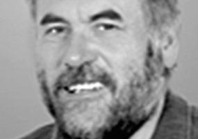 """<div class=""""autor_linie""""></div><div class=""""dachzeile"""">Autor</div><div class=""""autor_linie""""></div><div class=""""fliesstext_vita""""><span class=""""ueberschrift_hervorgehoben"""">Roland Appl </span>ist seit 1986 Technischer Leiter und seit 2003 einer der vier Eigentümer der ZinCo GmbH. Bereits in seinem Bauphysikstudium an der HFT in Stuttgart setzte er sich intensiv mit dem Thema Dachbegrünung auseinander und hat mittlerweile auf diesem Gebiet zahlreiche, teilweise patentierte Produkte entwickelt. Herr Appl ist Mitglied im AK Dachbegrünung der FLL und im DIN-Normenausschuss """"Geotextilien und Geokunststoffe"""", dazu Präsident der International Green Roof Association und Referent bei zahlreichen nationalen und internationalen Kongressen.</div><div class=""""autor_linie""""></div><div class=""""fliesstext_vita"""">Informationen: <a href=""""http://www.zinco.de"""" target=""""_blank"""">www.zinco.de</a></div>"""