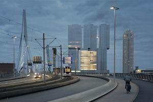 """Auf dem Kop van Zuid, dem """"Manhattan an der Maas"""" – stehen die Werke prominenter Architekten (Norman Foster, Alvaro Siza, Renzo Piano) dicht an dicht"""