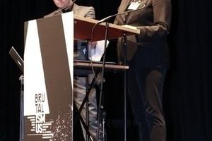Florian Dreher und Annette Busse vom Lehrstuhl Karlsruher Institut für Technologie bei der Einführung