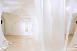 """Gisela Stromeyer, Elie Taharie Showroom, New York 2004<br /><span class=""""bildnachweis"""">Foto: Michael Moran</span>"""
