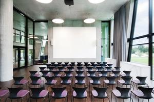 180 Personen finden im Vortragssaal Platz<br />