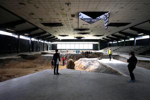 """Des Architekten (Zumthor) Liebling: Pierre Huyghes """"After A Live Ahead"""", eine Raum-, Klang- und Seinsinstallation"""