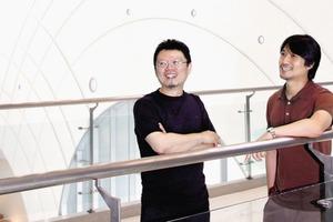 """<div class=""""fliesstext_vita""""><strong>Yoon Gyoo Jang</strong>, geboren 1964<br />–Er erhielt das Architekturdiplom an der Nationalen Universität in Seoul<br />–Preisträger internationaler Wettbewerbe<br />–Yoon Gyoo gehörte zu den 13 Finalisten des Wettbewerbes """"Israel Rabin Peace –Plaza international Competition"""". Er wurde von einem Japanischen Journal als </div><div class=""""fliesstext_vita"""">einer der 40 nennenswerten internationalen Architekten gewählt<br />–Professur an der KookMin Universität, Seoul<br />–Unsangdong Architects ist bekannt für seine architektonischen Pionierleistungen<br /></div><div class=""""fliesstext_vita""""><strong>Chang Hoon Shin</strong>, geboren 1970<br />–Er erhielt das Diplom in Ingenieurswesen an der YeungNam Universität<br />–Master in Architektur an der Universität in Seoul<br />–Er hält Vorlesungen an der Hongik University<br />–Er war Mitarbeiter in diversen Architekturbüros u.a. bei Artech Architects, </div><div class=""""fliesstext_vita"""">Baum Architects und Himma Architects –Chang Hoon ist Mitbegründer von Unsangdong Architects<br />–2001 Bürogründung von UnSangdong Architects</div>"""