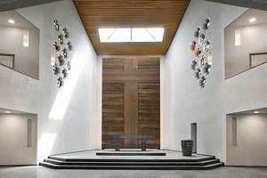 Ein neues Oberlicht setzt den Altar in Szene