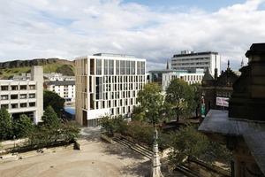 Ein neues Gebäude der Universität Edinburgh für die Fachrichtungen Informatik, Psychologie, Neuroinformatik und Kunst<br />