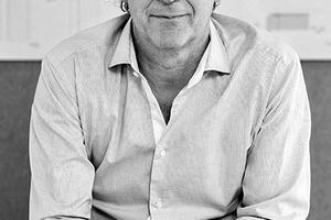 """<div class=""""fliesstext_vita""""><strong>4a Architekten</strong><br />Matthias Burkart</div> <div class=""""fliesstext_vita""""><br />Matthias Burkart ist geschäftsführender Gesellschafter der 4a Architekten GmbH, Gesellschafter der 4a Architekten GmbH Moskau und der 4a Baumanagement GmbH.<br />Das Stuttgarter Büro 4a Architekten, gegründet 1990 durch Matthias Burkart, Eberhard Pritzer, Alexander von Salmuth und Ernst Ulrich Tillmanns, ist vor allem durch seine Bäder-Architektur bekannt, beispielsweise die Therme Wien und die Bodensee-Therme in Konstanz. </div> <div class=""""fliesstext_vita"""">Durch seine langjährige Erfahrung im Bäderbau sowie die Vielzahl unterschiedlicher Projekte – von Sportbad über Freizeitbad bis hin zu Therme oder Wellnesspark mit hochwertigen Spa-Abteilungen – verfügt das Büro über ein umfassendes Know-how auf diesem Gebiet. Daneben haben die Architekten zahlreiche Kultur- und Bildungseinrichtungen sowie Hotels und Wohnhäuser realisiert. Seit 2008 betreiben sie zudem ein Büro in Moskau. </div>"""