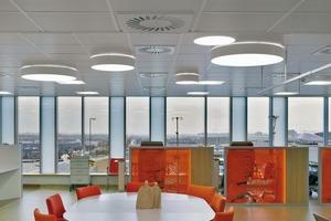 Der Indirektanteil in der Beleuchtung erzeugt eine angenehme Deckenaufhellung im Aufenthaltsraum<br />